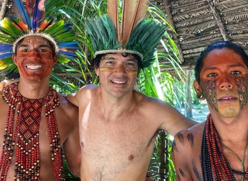 "Durante férias na Bahia Jorge Vercillo visita índios ""Lugar maravilhoso"""